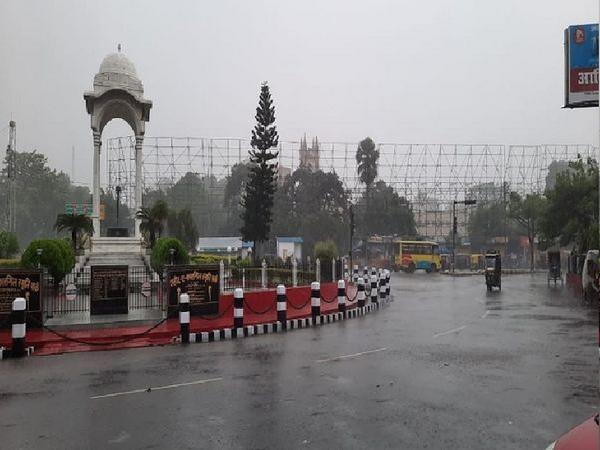 बिहार की राजधानी पटना में शनिवार शाम को तेज बारिश हुई।