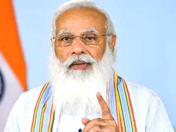 पहला विश्व योग दिवस 21 जून 2015 को मनाया गया। इस दिन प्रधानमंत्री नरेंद्र मोदी के नेतृत्व में राजपथ पर करीब 35,985 लोगों ने एक साथ योग किया था। - Dainik Bhaskar