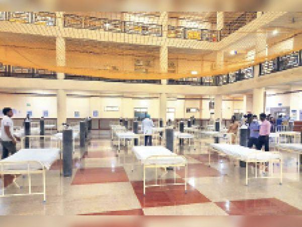प्रदेश का सबसे बड़ा कोविड अस्पताल आरयूएचएस खाली है। सिर्फ 115 मरीज भर्ती हैं। खाली अस्पताल सुकून देता है...कोरोना शांत है।