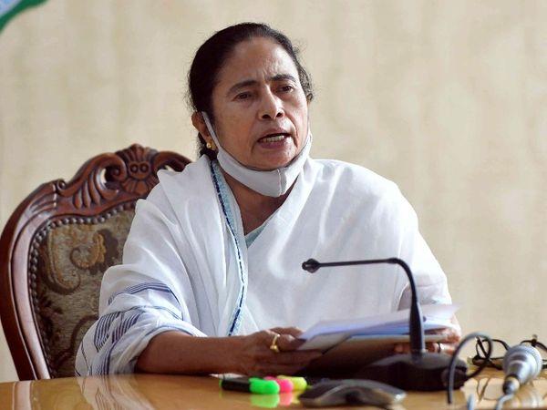 बंगाल में TMC की जीत के बाद हिंसा की कई घटनाएं हुई थीं। हालांकि, मुख्यमंत्री ममता बनर्जी ने इसके लिए केंद्र के मंत्रियों को जिम्मेदार ठहराया था। - Dainik Bhaskar