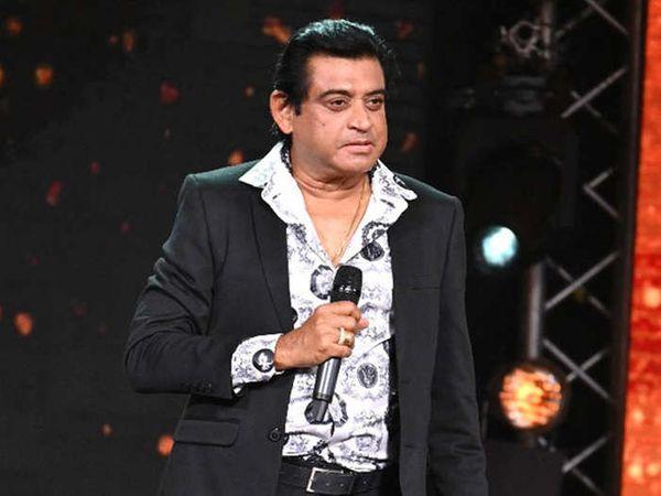 'इंडियन आइडल 12' के एक एपिसोड के दौरान अमित कुमार।