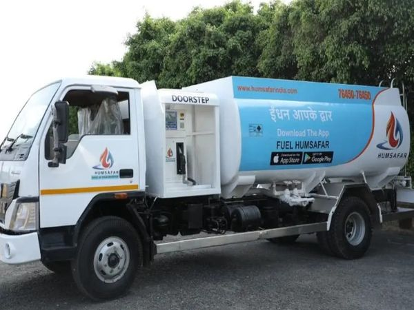 हमसफर इस समय देश के कई राज्यों और शहरों में डीजल की डोरस्टेप डिलिवरी दे रहा है। - Dainik Bhaskar