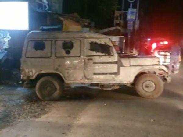 आतंकियों ने CID के इंस्पेक्टर परवेज को उनके घर के पास गोलियां मारीं। - Dainik Bhaskar