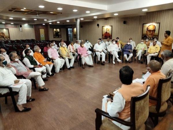 भाजपाके केंद्रीय संगठन महामंत्री बीएल संतोष के दौरे के दूसरे दिन मंगलवार शाम 5 बजे भाजपामुख्यालय में सरकार और संगठन की सबसे अहम बैठक हुई। - Dainik Bhaskar