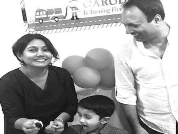 रेशमा की बेटे गरुण और पति शरद के साथ फाइल फोटो। - Dainik Bhaskar