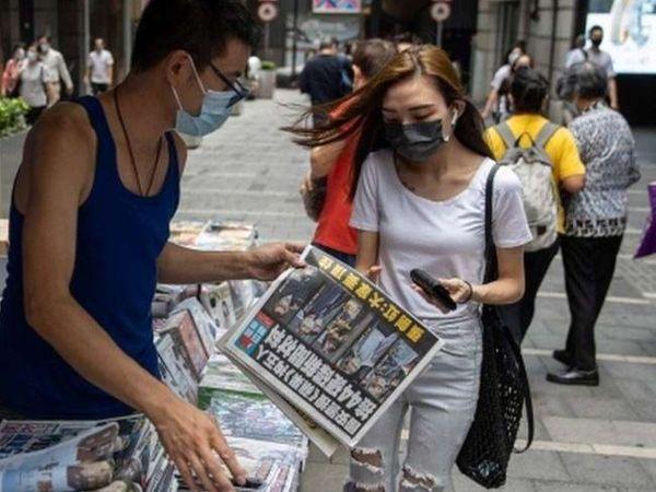 अखबार के मीडिया समूह के निदेशक मंडल ने बुधवार को एक बयान में कहा कि 'हॉन्गकॉन्ग में मौजूदा परिस्थितियों' के कारणउसका प्रिंट संस्करण और ऑनलाइन संस्करण शनिवार तक बंद हो जाएगा। - Dainik Bhaskar