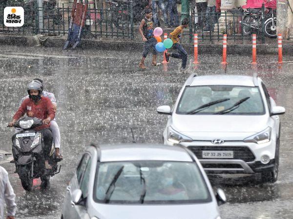 राजधानी लखनऊ में बारिश से मौसम सुहाना हो गया है।