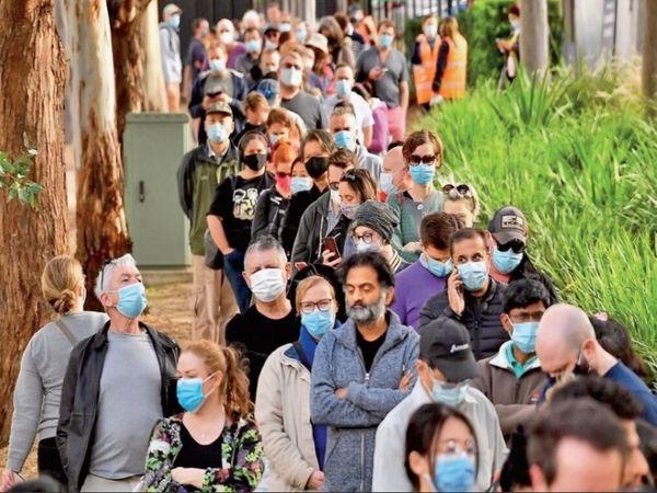 यूरोपीय संघ के देशों में औसतन रोज 0.8% आबादी को कोरोना का टीका लगाया जा रहा है। - Dainik Bhaskar