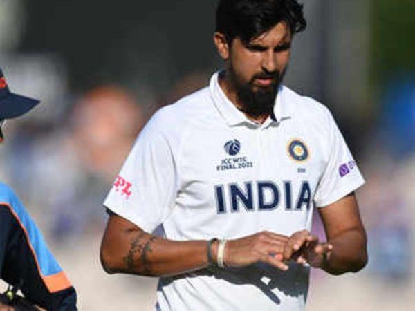 भारतीय तेज गेंदबाज ईशांत शर्मा को वर्ल्ड टेस्ट चैंपियनशिप फाइनल के दौरान अंतिम दिन  गेंदबाजी करते हुए अपनी ही गेंद पर ड्राइव को रोकने के दौरान अंगुली में चोट लग गई थी - Dainik Bhaskar