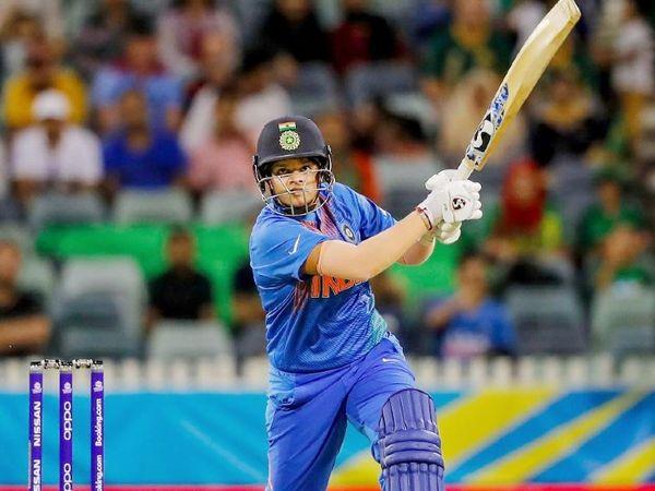 भारतीय ओपनर शैफाली वर्मा टी-20 की ICC वर्ल्ड रैंकिंग में नंबर-1 पर हैं। उन्होंने 22 टी-20 में 3 फिफ्टी के साथ 617 रन बनाए। -फाइल फोटो - Dainik Bhaskar