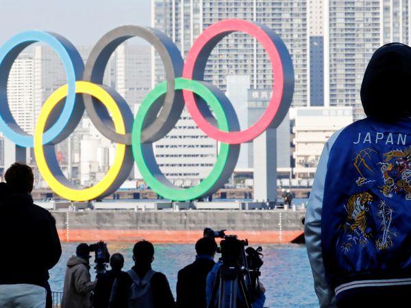 जापान की राजधानी टोक्यो के हारुमी वाटरफ्रंट पर बना  ओलिंपिक रिंग। - Dainik Bhaskar
