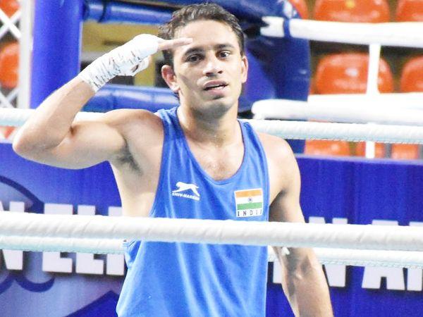 रोहतक के 25 साल के बॉक्सर अमित पंघाल के अलावा 9 और बॉक्सर ने ओलिंपिक कोटा हासिल किया है। - Dainik Bhaskar