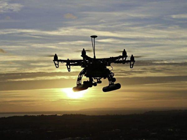 ड्रोन दिखने के बाद मिलिट्री ने पूरे इलाके में बड़े पैमाने पर सर्च ऑपरेशन शुरू किया है। - Dainik Bhaskar