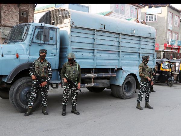 कश्मीर में हाल में पुलिसकर्मियों और सुरक्षाबलों के जवानों पर हमले फिर बढ़ गए हैं। - Dainik Bhaskar