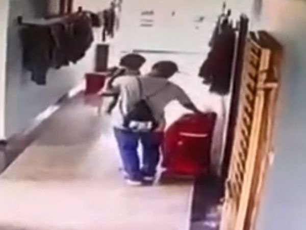 CCTV फुटेज में महिला का पति एक बड़ा सूटकेस लेकर घर से निकलता दिखा। इसी से पुलिस को उस पर शक हुआ। - Dainik Bhaskar