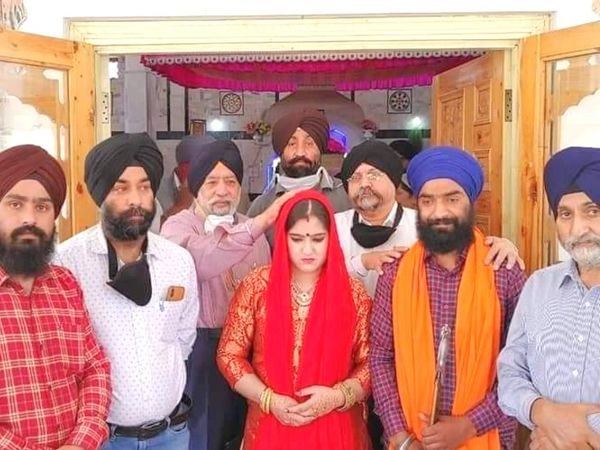 मनमीत कौर के वापस लौटने पर श्रीनगर में उसकी शादी एक सिख युवक से कराई गई। - Dainik Bhaskar