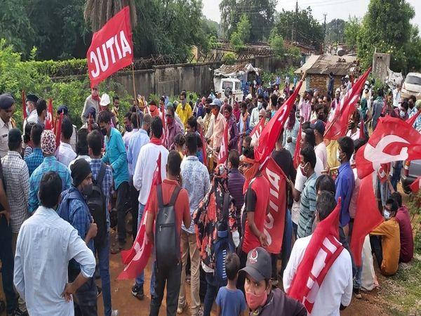 भिलाई स्टील प्लांट में कर्मियों और यूनियनों की हड़ताल:वेज रिवीजन समेत अन्य मांगों को लेकर आंदोलन