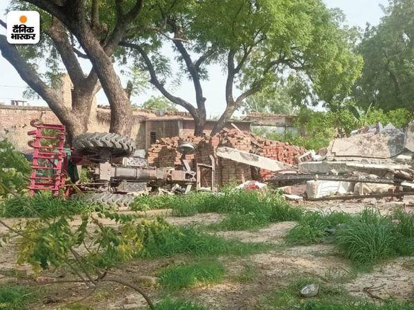 विकास दुबे का वह मकान जहां पहले खौफ होता था, अब वहां सन्नाटा पसरा हुआ है। यहां अब भी कोई नहीं जाता।