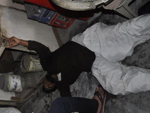 हंगामे के बाद आरोपी की दुकान म� - Dainik Bhaskar