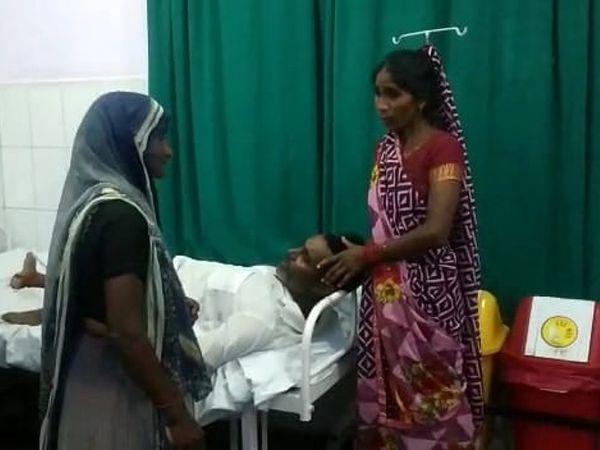 घायलों को पुलिस ने अस्पताल में भर्ती कराया।
