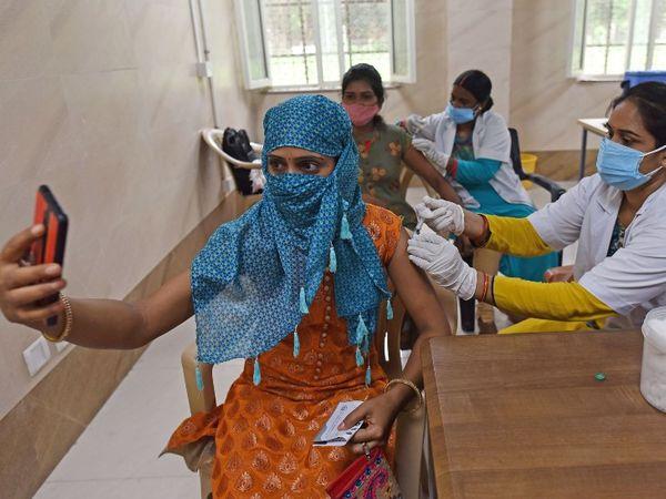 स्वास्थ्य मंत्रालय के मुताबिक, देश ने वैक्सीनेशन का आंकड़ा 34 करोड़ के पार हो गया है। - Dainik Bhaskar