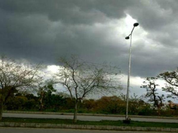 प्रयागराज समेत कुछ जिलों में बारिश के आसार हैं।