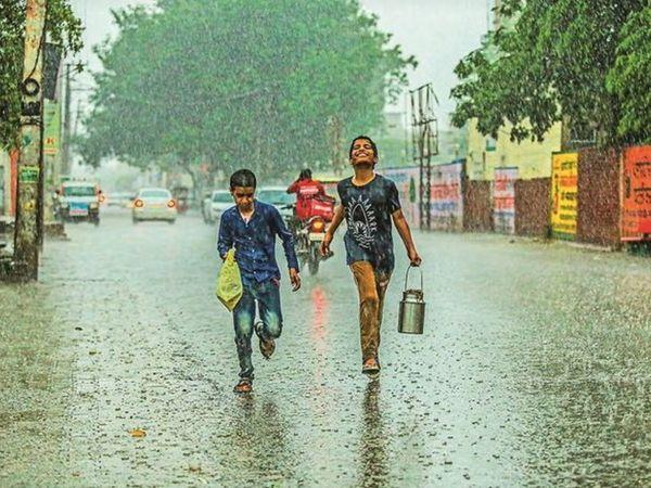 UP weather Updates, Uttar Pradesh Weather forecast, Yellow alert issued for 11 districts including Prayagraj, Varanasi, Amethi in Uttar Pradesh; Mercury crossed 40 in 12 districts | प्रयागराज, वाराणसी, अमेठी समेत 11 जिलों के लिए येलो अलर्ट जारी; 12 जिलों में पारा 40 के पार पहुंचा - WPage - क्यूंकि हिंदी हमारी पहचान हैं