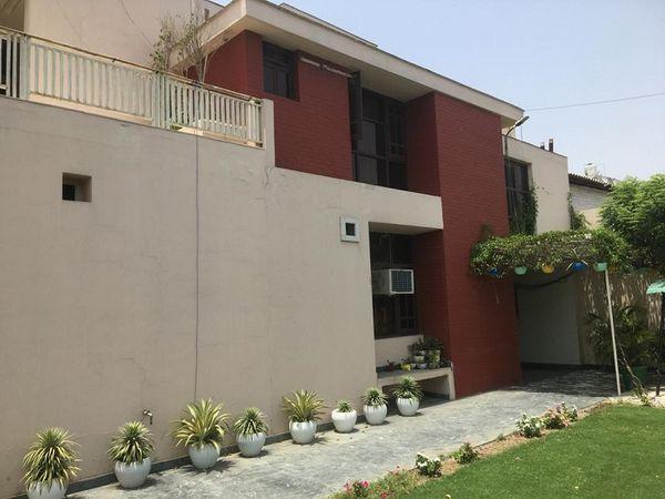 मॉडल टाउन स्थित भाटिया हाउस - Dainik Bhaskar