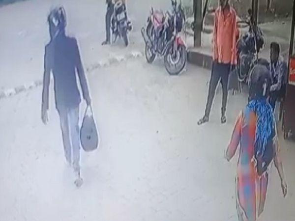 इस तरह दोनों CCTV में कैेद हुए थे।