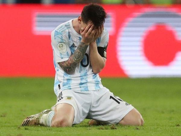 फाइनल जीतने के बाद मेस्सी काफी इमोशनल हो गए और जीत की खुशी में रो पड़े।