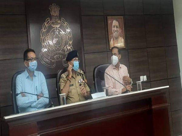UP के ADG प्रशांत कुमार लखनऊ में पकड़े गए आतंकवादियों के बारे में जानकारी देते हुए।