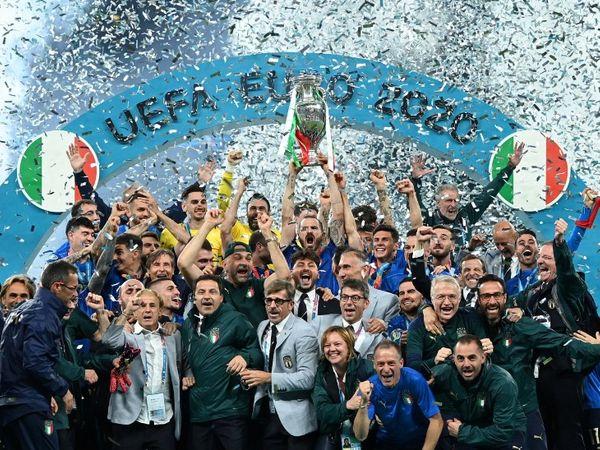 इटली की टीम 53 साल बाद यूरो कप ट्रॉफी जीती। पिछली बार 1968 में खिताब जीता था।