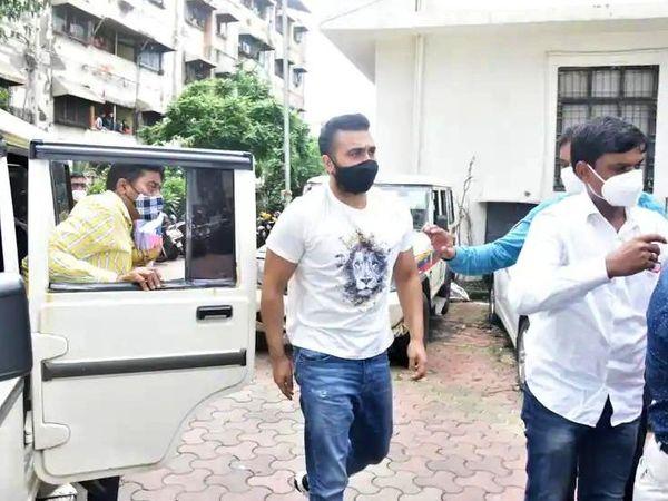 यह तस्वीर राज कुंद्रा की अदालत में पेशी के दौरान की है। - Money Bhaskar