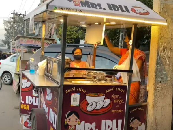 गीता ने पिछले साल जुलाई में दिल्ली में इडली सांभर का स्टॉल लगाना शुरू किया।