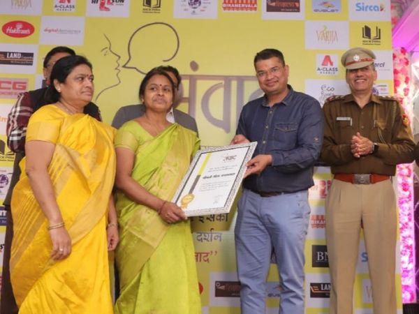 गीता के संघर्ष को लेकर उन्हें कई संस्थाओं की तरफ से सम्मानित भी किया गया है।