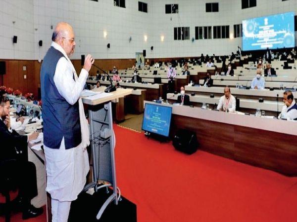 पूर्वोत्तर के सीएम, सीएस और डीजीपी की बैठक को संबोधित करते गृहमंत्री शाह। - Money Bhaskar