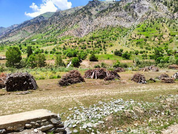 गुरेज कभी कश्मीर को चीन के शिनजियांग प्रांत से जोड़ने वाले रेशम मार्ग पर एक अहम पड़ाव था।