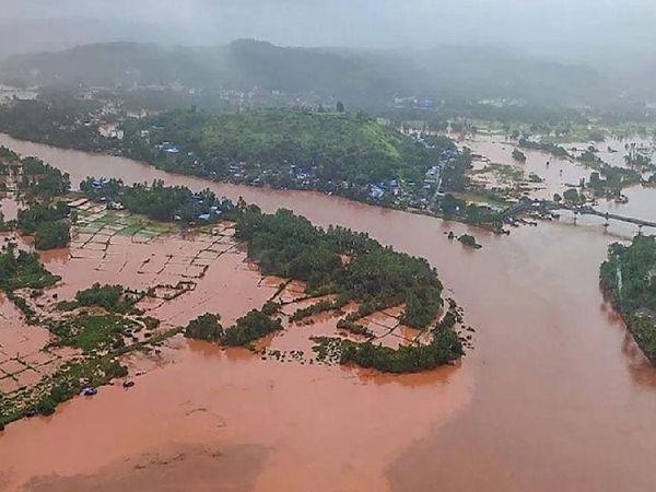 मदद व पुनवर्सन विभाग ने CM को बताया कि 22 जुलाई को हुई भारी बारिश व भूस्खलन की घटना की वजह से 10 जिले बुरी तरह से प्रभावित हुए हैं। - Money Bhaskar