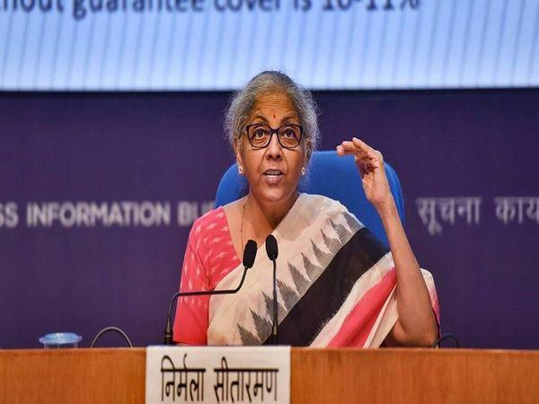 वित्त मंत्री निर्मला सीतारमण ने PMC पर RBI की पाबंदियों के बाद डिपॉजिट इंश्योरेंस लिमिट बढ़ाने का ऐलान किया था।