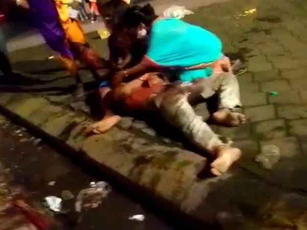 गंभीर रूप से घायल हो जाने के कारण किन्नर ने मौके पर ही दम तोड़ दिया।