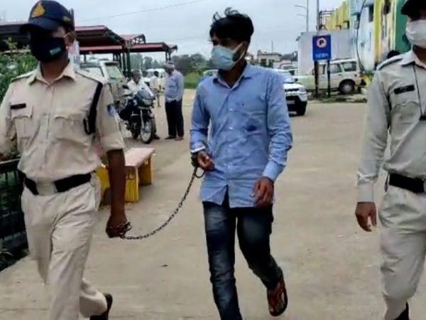 आरोपी युवक को पुलिस ने कोर्ट पेश किया। - Money Bhaskar