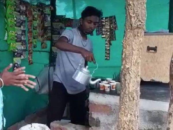 मजदूरी करके मंगल ने पैसे जुटाए। इसके बाद गांव में चाय की दुकान खोल ली।