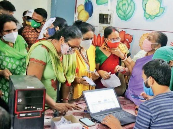 19 लाख 84 हजार 470 लोगों को वैक्सीन लगाने का लक्ष्य रखा गया है भोपाल में। - Money Bhaskar