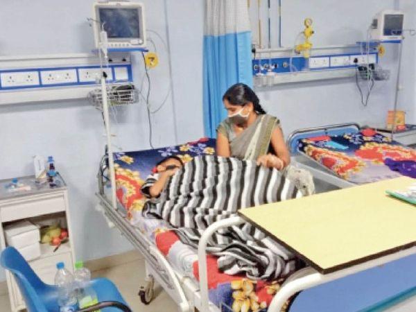 एसआर अस्पताल पहुंचे तो फाल्सीपेरम मलेरिया की पहचान, बेहोशी के हाल में पहुंचा था बच्चा। - Money Bhaskar