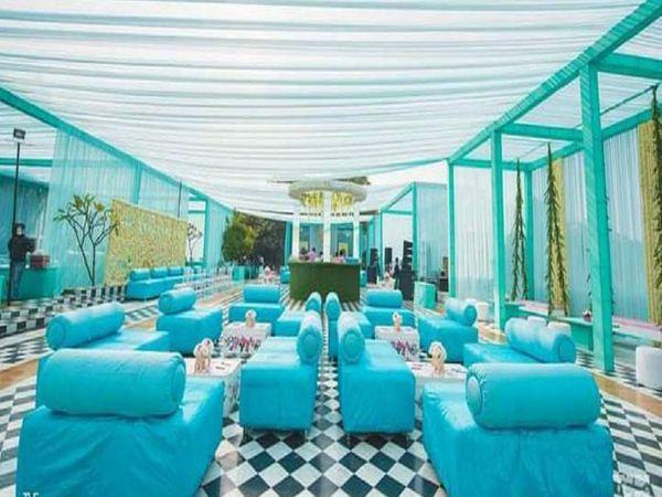 इस तरह के शादी हॉल शहर में बुक किए गए हैं।