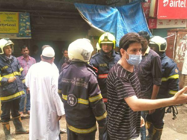 भीड़ वाला इलाका होने के कारण दमकल विभाग की टीम को आग बुझाने में कड़ी मशक्कत करनी पड़ी-फाइल फोटो।