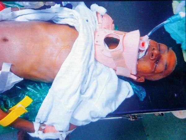 इस दुर्घटना में शख्स के सिर और पीठ पर गंभीर चोट लगी है। उसका मुंबई के कूपर हॉस्पिटल में इलाज जारी है।
