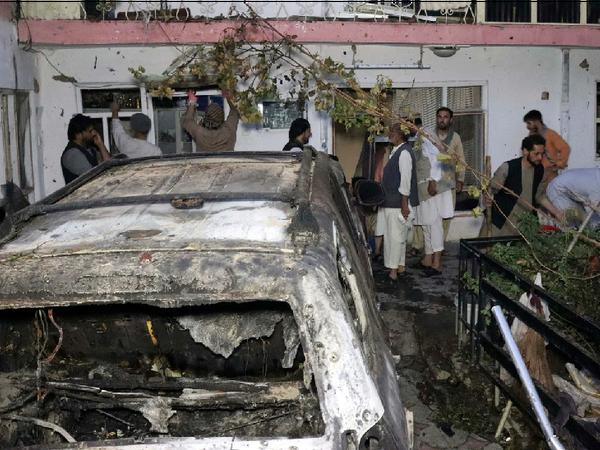 अमेरिका ने ड्रोन से इस कार पर निशाना लगाया था।  हमले में बच्चों समेत 10 लोगों की मौत हुई थी। - Money Bhaskar