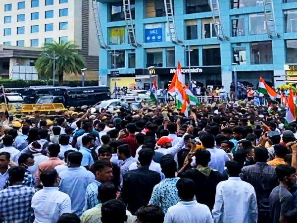 22  गोदाम सर्किल पर विरोध करते छात्र। - Money Bhaskar