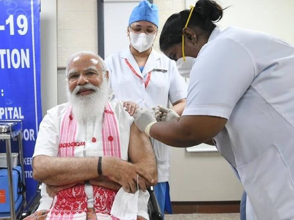 प्रधानमंत्री नरेंद्र मोदी ने दिल्ली एम्स में कोवैक्सिन के दोनों डोज लगवाए थे।